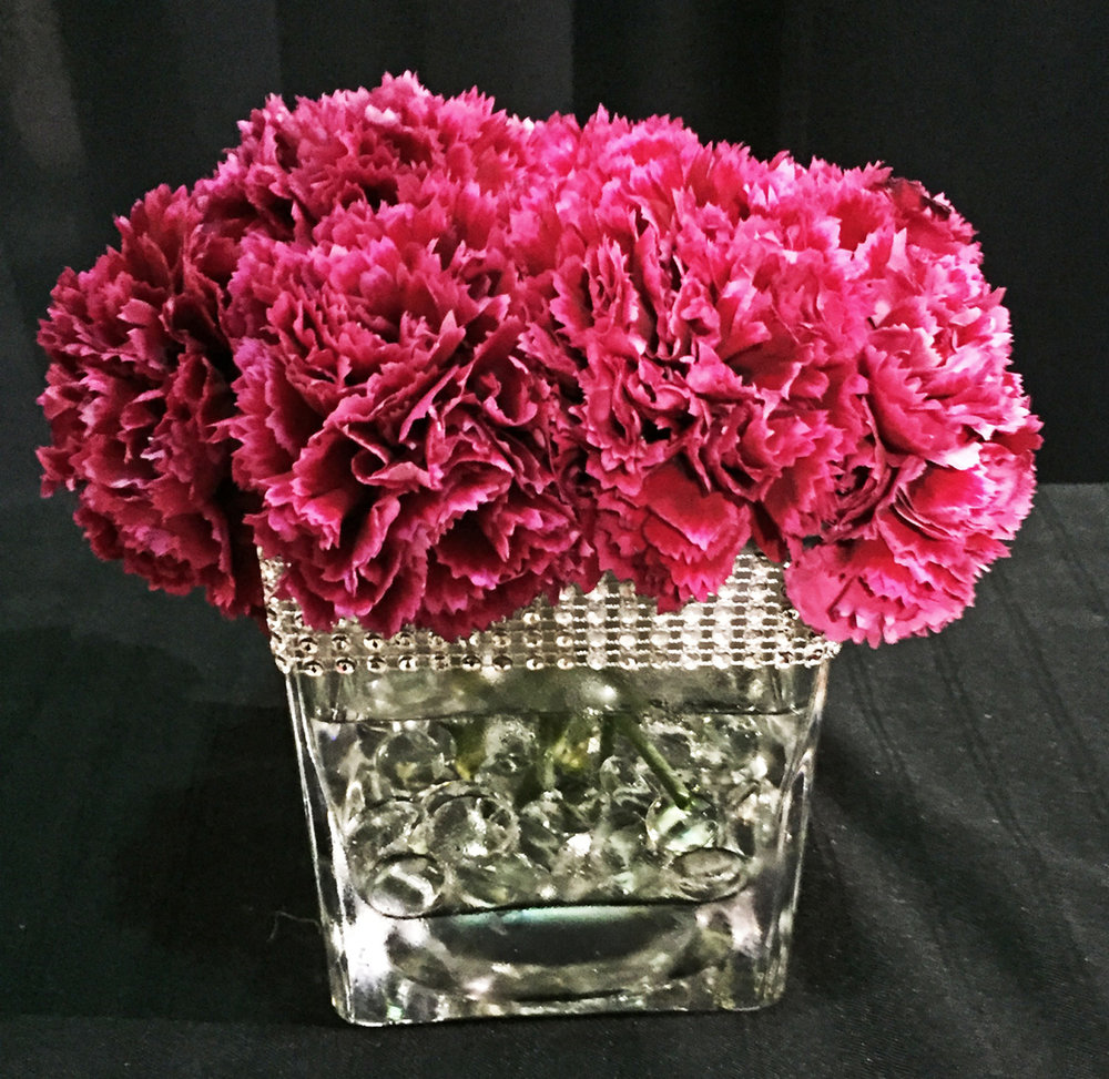 square vase centerpiece - fresh flowers w/aqua beads