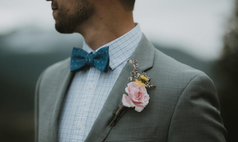 boho groom boutineer - fresh flowers