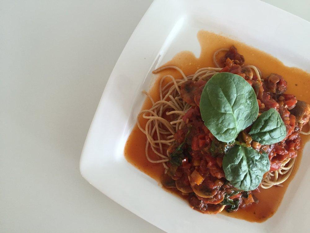 Feature Pasta Salsa Roja con Zetas y Espinacas Blog