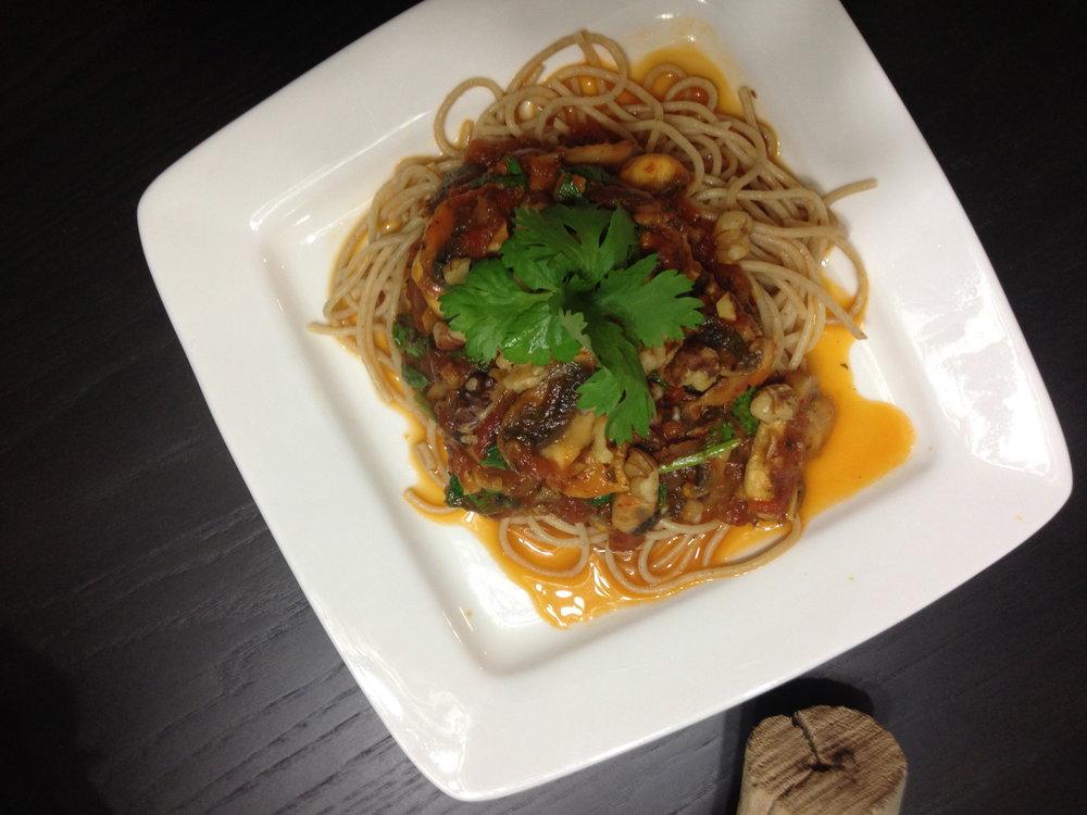 Pasta Salsa Roja con Nueces, Zetas y Espinaca Blog