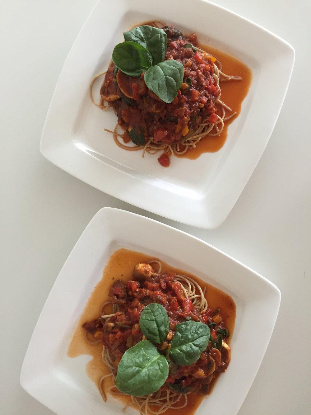 Pasta Salsa Roja con Zetas y Espinacas Dos Platos Blog