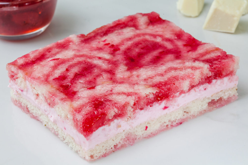 _17FM05381_Strawberry Charlotte Mousse Cake (Eggless).jpg