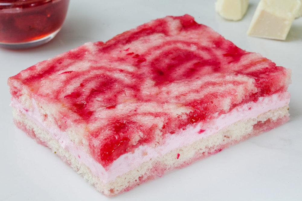 _17FM05381_Strawberry Charlotte Mousse Cake (Eggless) (1).jpg