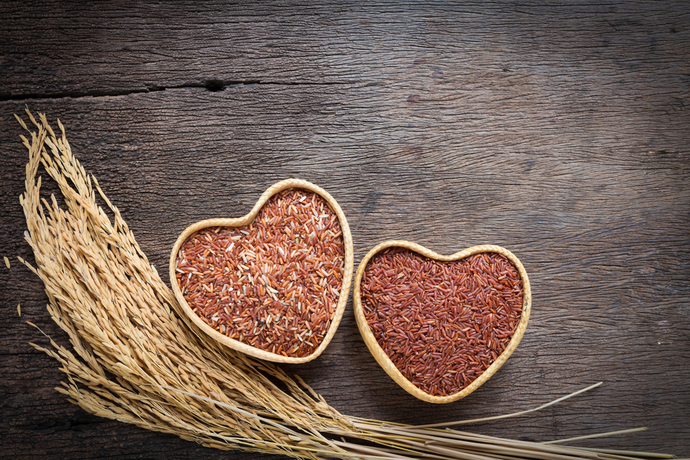 Heart Health - Brown rice's high magnesium content is good for your heart. The mineral regulates blood pressure and helps offsetting sodium in the body. It is also abundant in phytonutrient plant lignans, which protect against various diseases including heart disease.