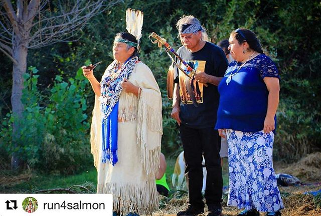 #Repost @run4salmon ・・・ HONOR YOUR ELDERS• The younger generation is blessed to be guided by elders who still honor and protect the sacred with their lives. Yesterday's ceremony was powerful, emotional, impactful. When indigenous peoples gather to pray with one another we heal our ancestral wounds and grow stronger together. It's time for our younger generations to listen to those elders who have not lost sight of what's important so that they too may grow to be strong leaders for the generations that are yet to come. We are all in this together. #📸: @sacredlandfilmproject #waterislife #Run4Salmon #salmonwillrun #nodamcanhold
