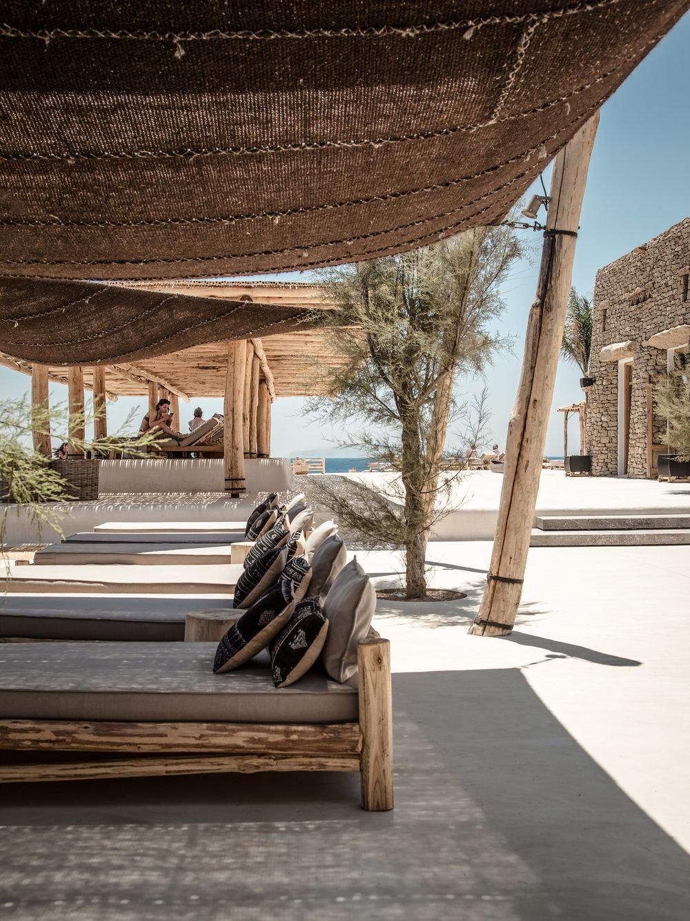 scorpios_mykonos_terrace_nomads.jpg