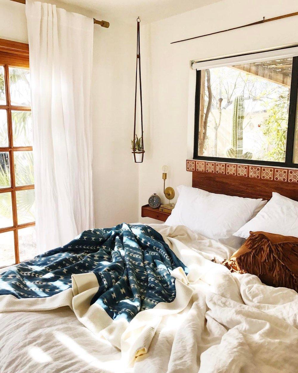 queen-bedroom.jpg