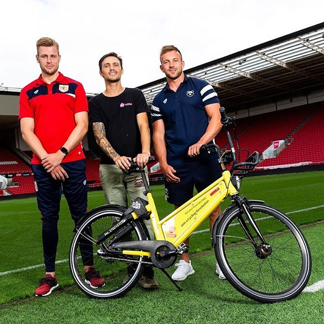 YoBike meeting with some of the players to introduce them to our bikes and the new #bikeparking location outside #ashtongatestadium.  #bristolbears #rugby #keepoffthegrass #yobike #photography by @jmp_uk
