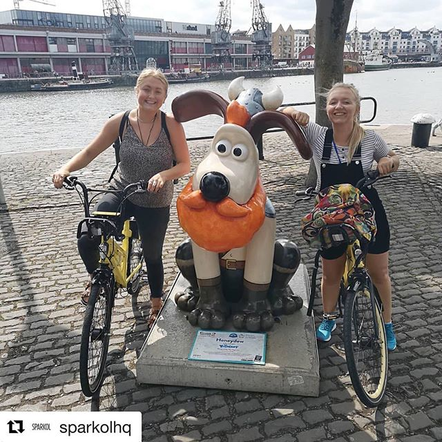 Best way for a quick Gromit ! #Repost @sparkolhq with @get_repost ・・・ Lunch time rinse around Bristol on @yobikeuk to catch some more #gromitunleashed2 GROMITS! Jess, Hannah and Barry can sit back with a sense of  well-being this afternoon 💪 @desklodge_bristol #desklodgegromitchallenge