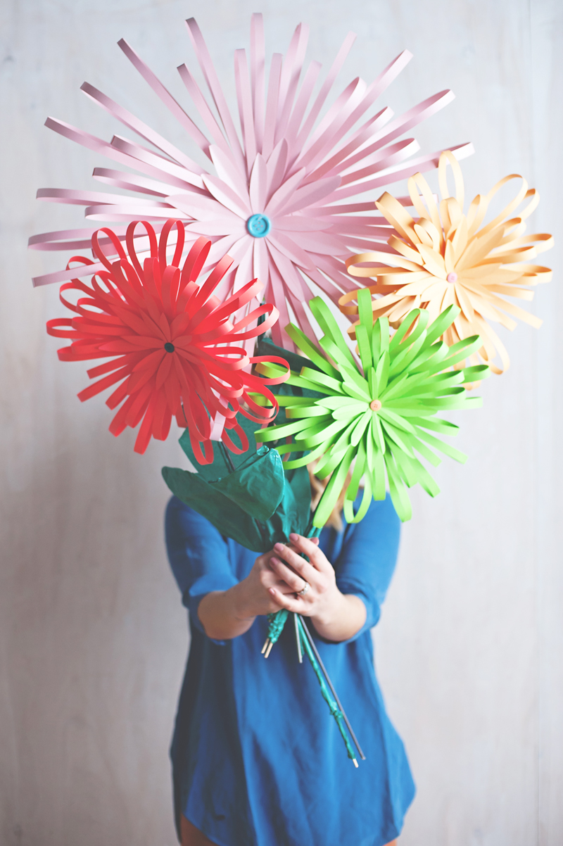 Diy paper flower tabletop display decor8 mightylinksfo