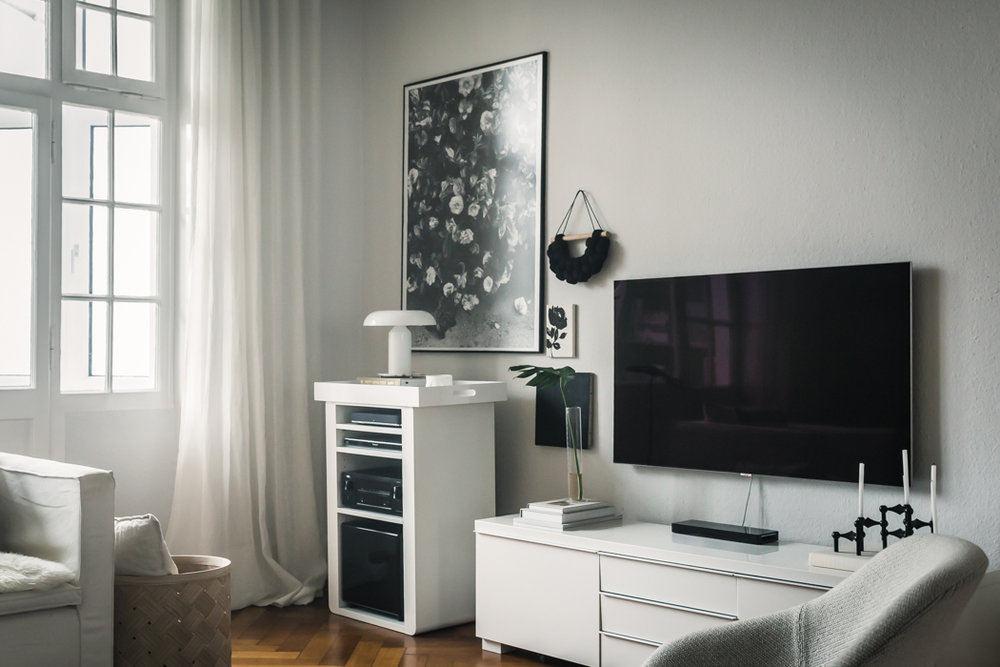 8 Ways To Decorate Around a Flat Screen TV