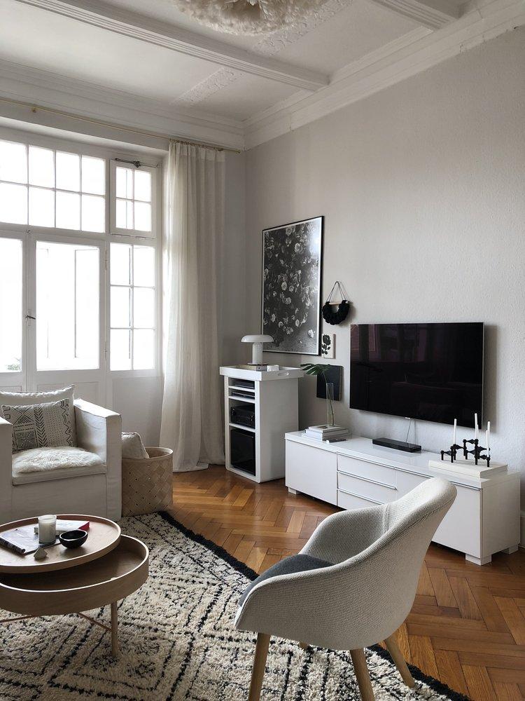 8+Ways+To+Decorate+Around+a+Flat+Screen+TV - 8 modi per decorare intorno a una TV a schermo piatto