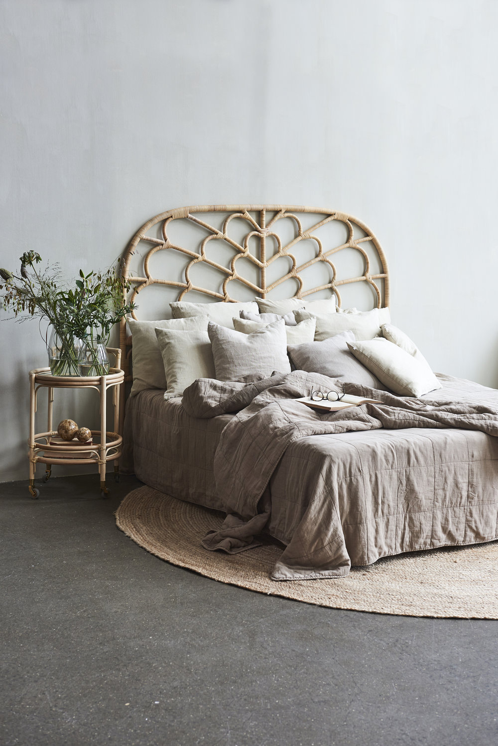 Celia headboard / Fratellino Trolley/ round braided jute rug