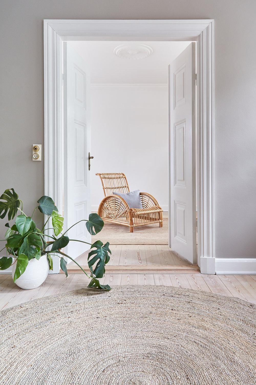 Paris chair / Round braided jute rug