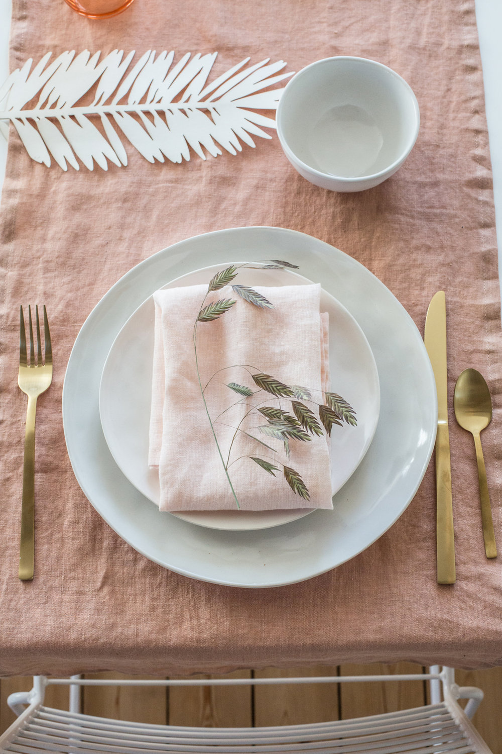 I love the table linens, the apricot runner with the pink napkins - they are really gorgeous together.