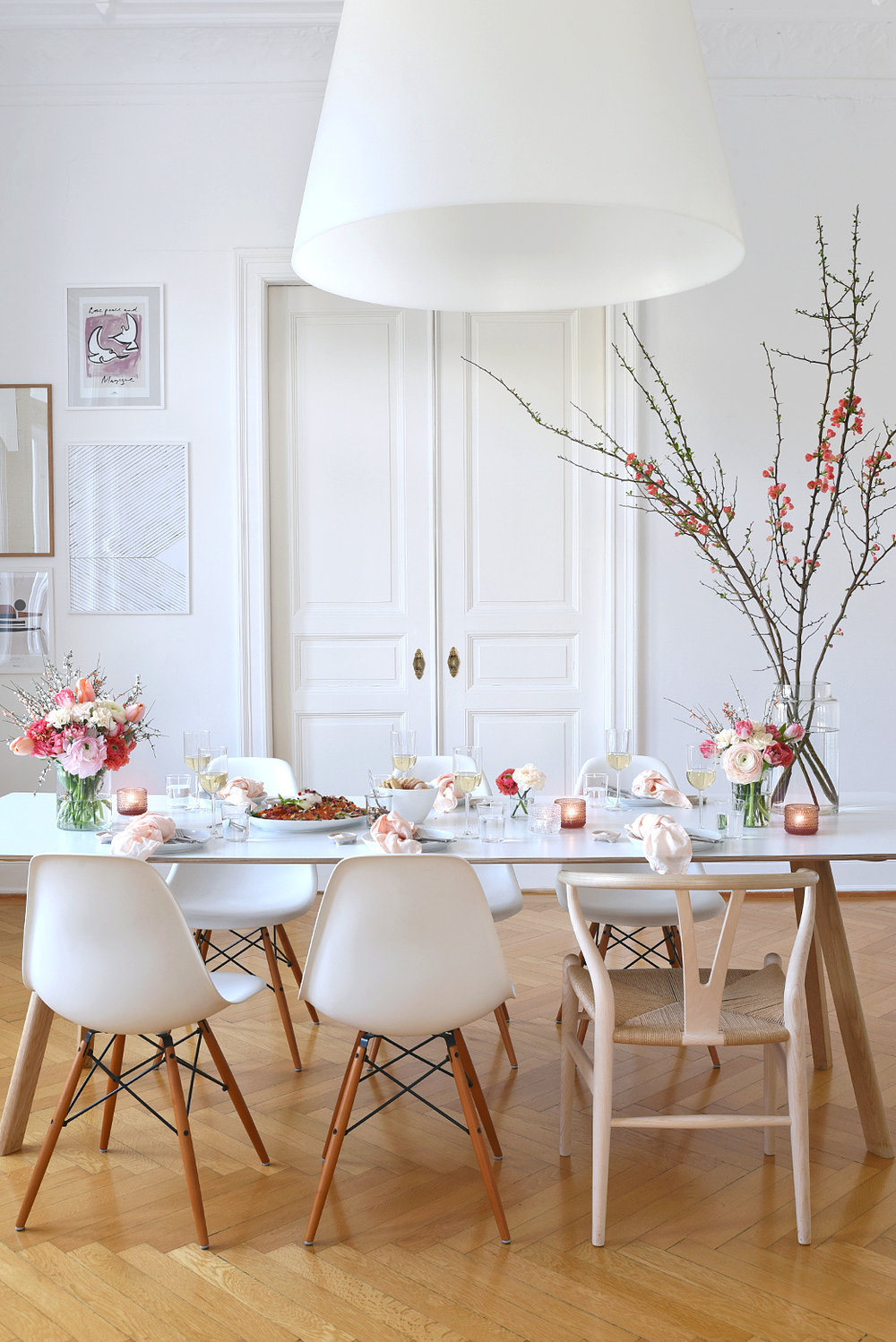 March+Dinner+Party+Inspiration+With+Pale+Salmon+%2B+Fresh+Flowers