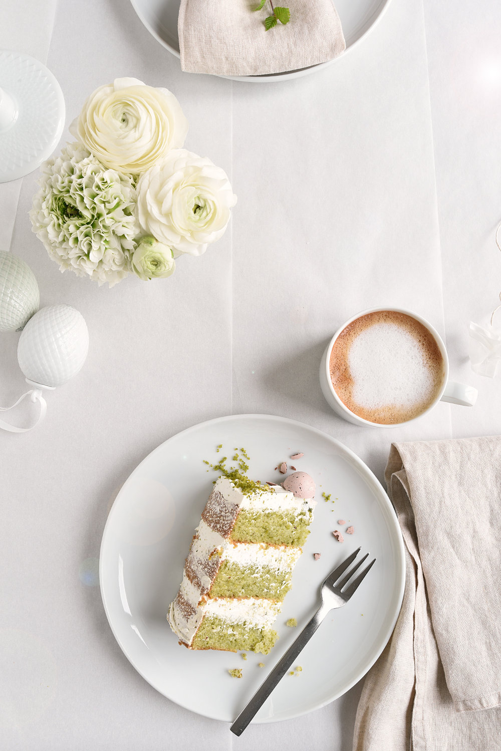 Delicious Easter Cake + Easter Tabletop Decorations
