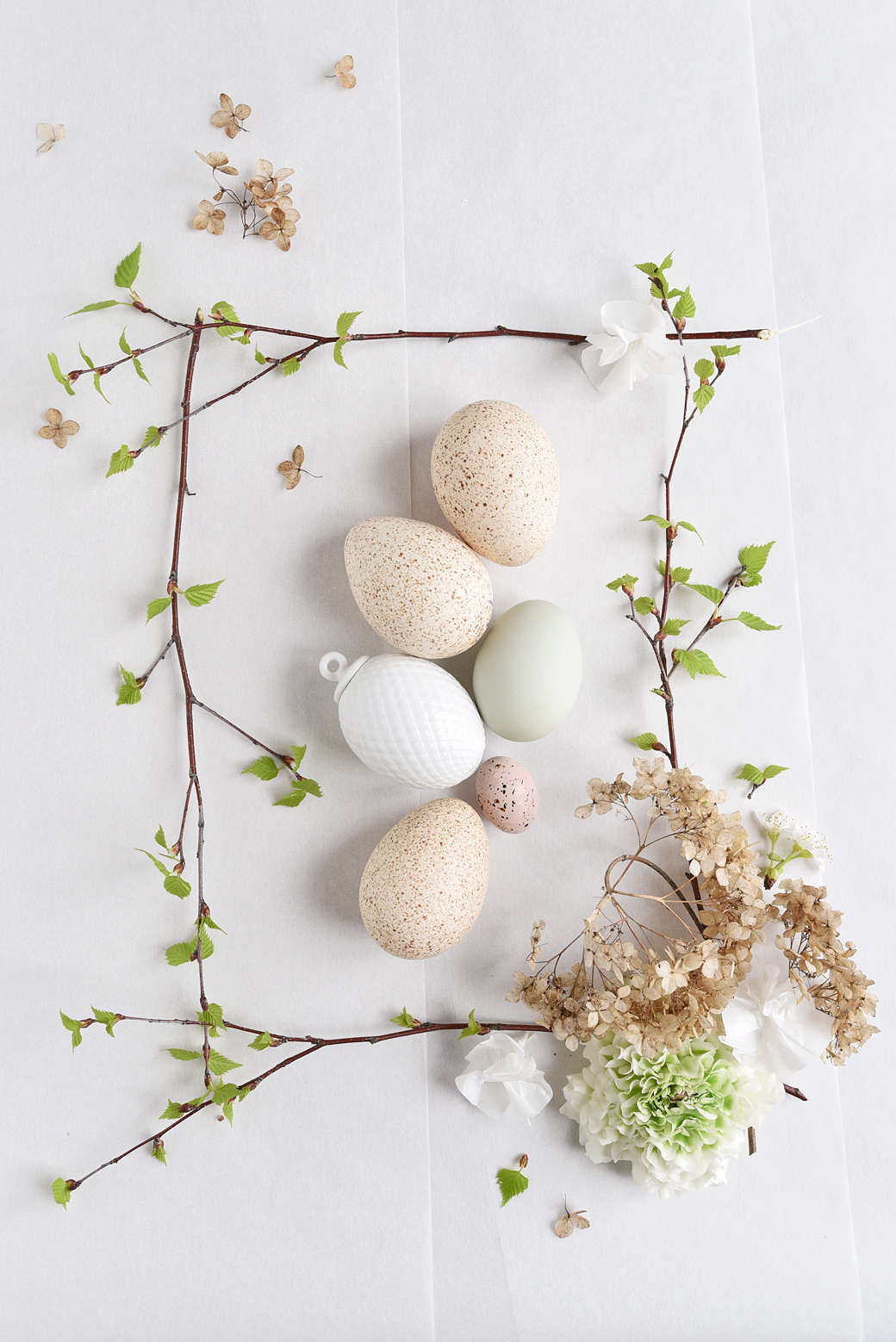 Beautiful Easter Cake + Easter Tabletop Decorations
