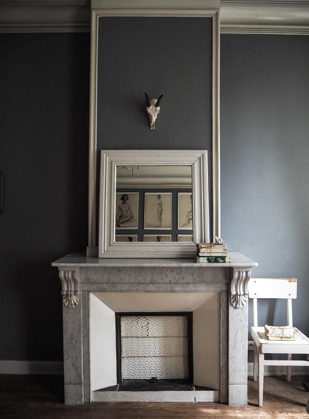 camellas-lloret-maison-d'hotes-room-4-fireplace.jpg