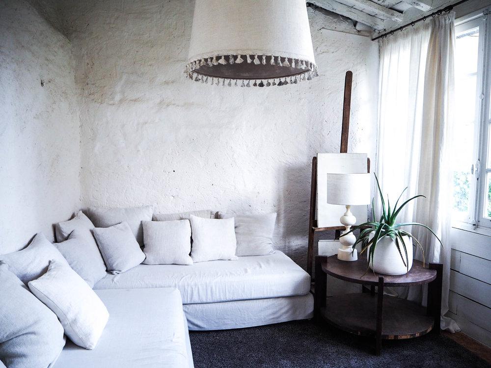 camellas-lloret-maison-d'hotes-room-5-lounge.jpg