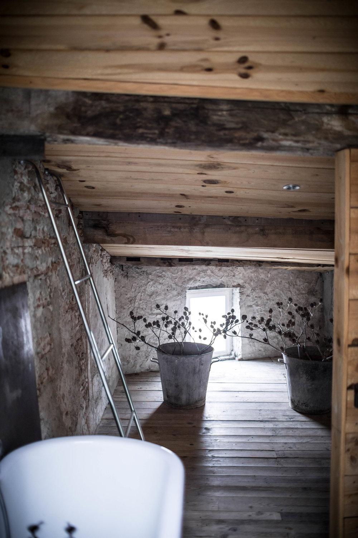 camellas-lloret-maison'd'hotes-beth-kirby-room-5-bath-details.jpg
