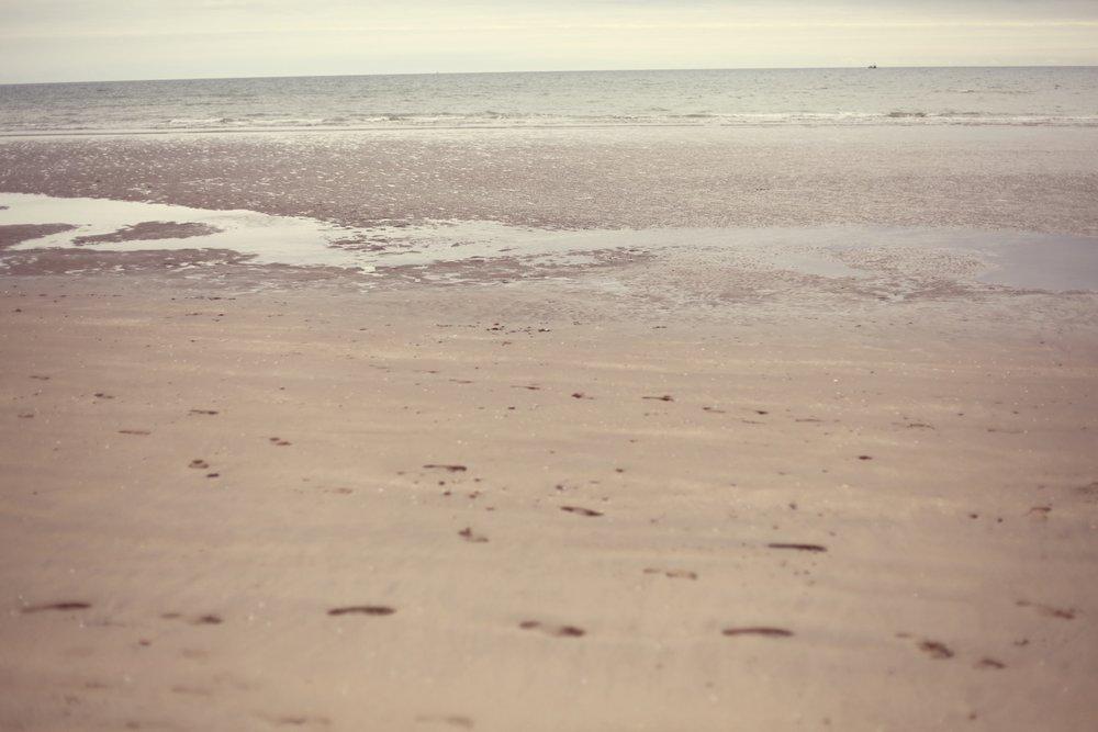 partimi nicole maria winkler marina vest top beach.jpg