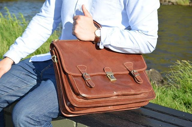 Elegant Italian leather briefcase, handmade in Florence with refined design, impeccable craftsmanship and high-quality materials. Click link in bio to visit us  #italianstyle #leatherbriefcase #luxurybag #classic #leatherwork #briefcase #businessbag #timeless #handmade #vegtanned #madeinitaly #fineleathergoods #italianhandbags #florence #firenze #handcrafted #gift