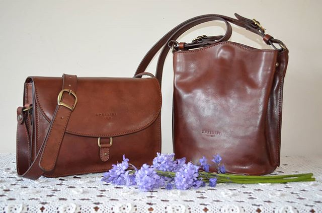 Chellini Firenze handbags in mahogany leather. Elegance, exquisite craftsmanship and the unmistakable Italian style. Click link in bio to visit our store.  #italianstyle #luxury #luxurybag #classic #leatherwork #bucketbag #crossbodybag #leatherlovers #craftsmanship #handmade #timeless #vegtanned #madeinitaly #fineleathergoods #designer #italianhandbags #firenze #womensfashion #chellinifirenze #florence #milan #gift
