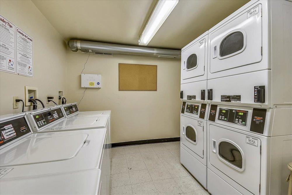 Lower Level-Laundry-2048063.JPG