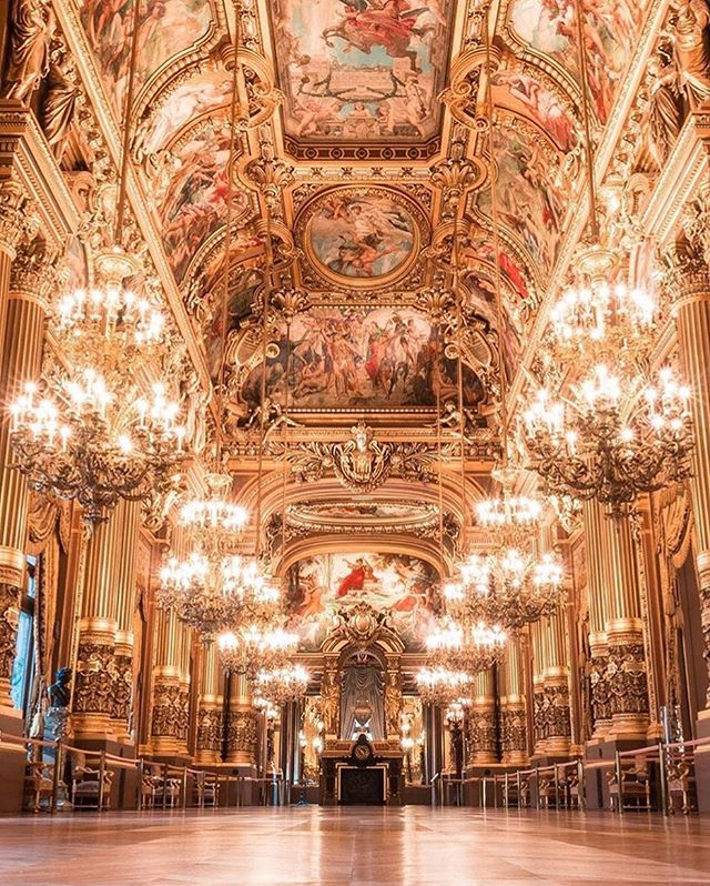 In recognition of its architect, Charles Garnier, this opulent Parisian opera house is also know as the Palais Garnier. 📸: @saaggo