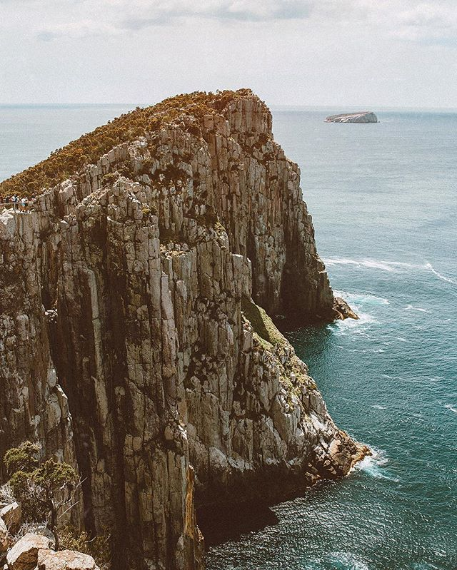 One of our bigger, more epic experiences in Tasmania was hiking Cape Hauy. 🌊 The trail follows a sea cliff, almost to its end, with crashing waves on either side. It was stunning and definitely one of my favorite days! Check out more from this day (which includes a prison ghost tour), in my new blog post! 👏🏻 (link in my bio) . . . . . . . . . . . . #liveauthentic #livefolk #findingfoundation #livethelittlethings #liveadventurously #beautifuldestinations #mytinyatlas #viewfromthetop #wheretofindme #openmyworld #flashesofdelight #abmtravelbug #simplyadventure #dametraveler #wearetravelgirls #girlswhotravel #darlingescapes #sheisnotlost #wekeepmoments #outside_project #allaboutadventures #alpinebabes #mtnchicks #capehauy #threecapestrack #tassiestyle #discovertasmania #tasmaniagram #tassiepics #tassielife