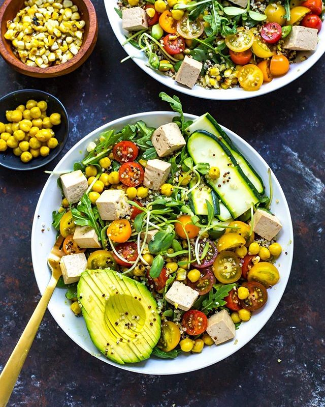 I've been absolutely craving a healthy bowl this week and today is the PERFECT day to whip one up😋Get ready for these colourful and delicious vegan Summer Buddha Bowls that bring out all the beautiful fresh flavours of summer. Made with turmeric chickpeas, marinated tofu,  sunflower sprouts and quinoa — these bowls are just as delicious as they are nutritious💪🏼👏🏼!! Find the link in my bio!💕