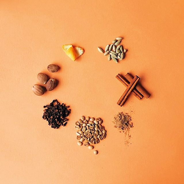 Can you name all seven spices in our dirty chai? First to name them all will get a little gift from us! 🎁 — hints 👀 — • There is one spice missing in the photo • Coffee is not a spice • But we do count a fruit as one of the spices 🙈