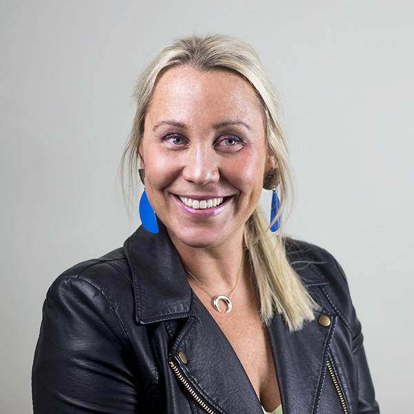 JESSICA DIAMOND-->Southern Sales Director-->jessica@aestheticmovement.com