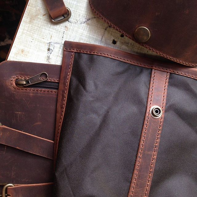 Making of Wilderness backpack. I love that simple pocket, I do love the making of it. . . . #makingof #emotion #craftingemotions #wilderness #backpack #waxedcanvas #outdoor #leatherworkshop #disappearstyle #disappear #lifestyle #style #design #italiandesign #italiancraft #artigianato #artigianatosiciliano #leathergoods #leathercraft #cuoio #cool #fashionstyle #green brown #mountainstyle #mountain #outexploring #outdoor