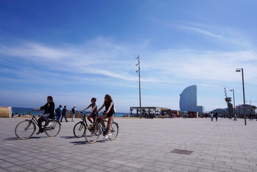 EASY BIKING IN BARCELONA