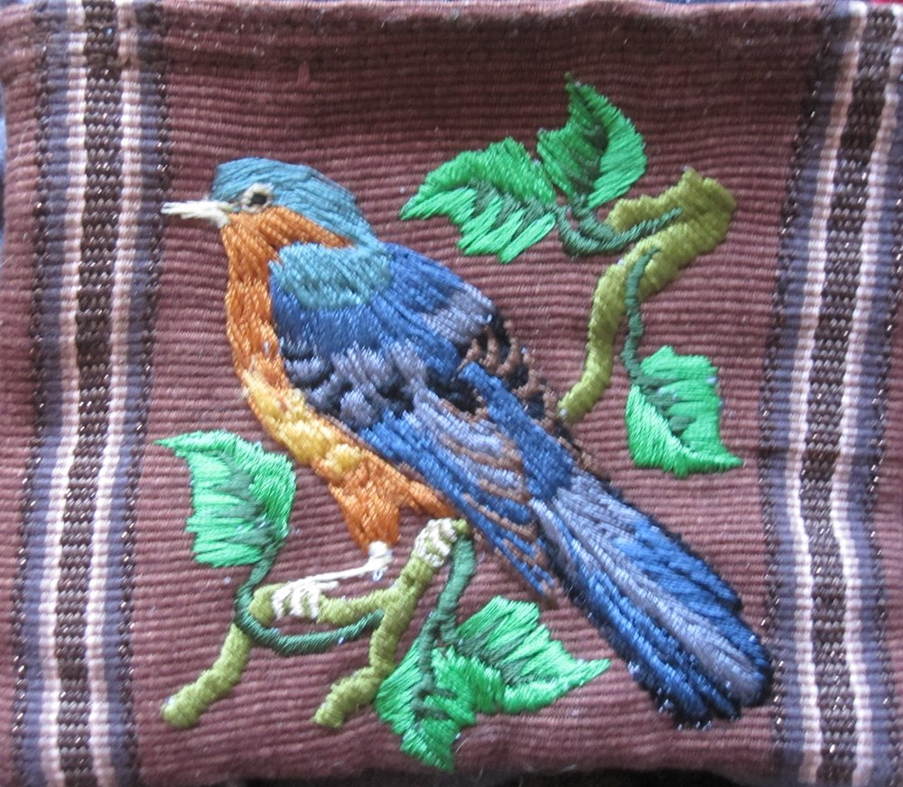 IMG_8446-EMBROIDERED_BIRD_PURSE.jpg