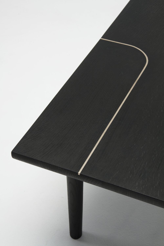 black_oak_bench_detail.jpg
