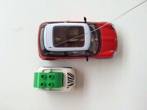 Top view of a scale Apple Car model to the Mini Cooper. Note: Four Apple Car's could be linked together in a 2x2 pattern and be roughly the same width and length as a family sedan. No more arguments over air-conditioning temperatures!