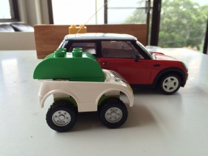 Side-on view of a (roughly) scale Apple Car model to the Mini Cooper. Note, having owned a Mini Cooper, the seating is quite low. It will be difficult to push much below the 1.4m height of the Mini Cooper, unless the driver's position is reclined steeply.