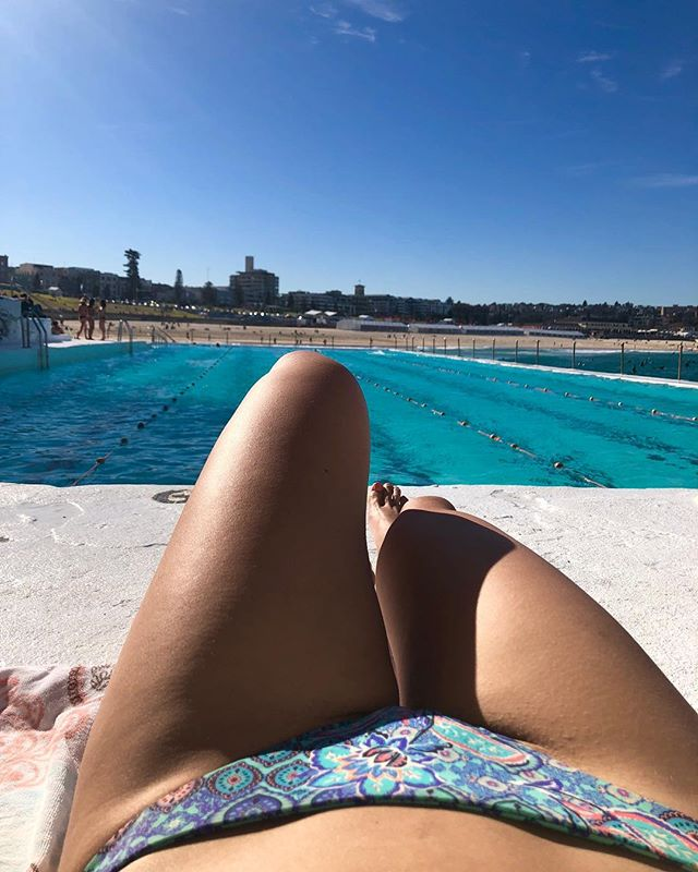 Pool time to clear my mind Soaking in the blue sky I've had a few down times This photo today was my highlight... But don't forget there's a hundred other photos you will never see. Instagram makes an ass out of you and me. ✌🏼 #wordtoyamotha