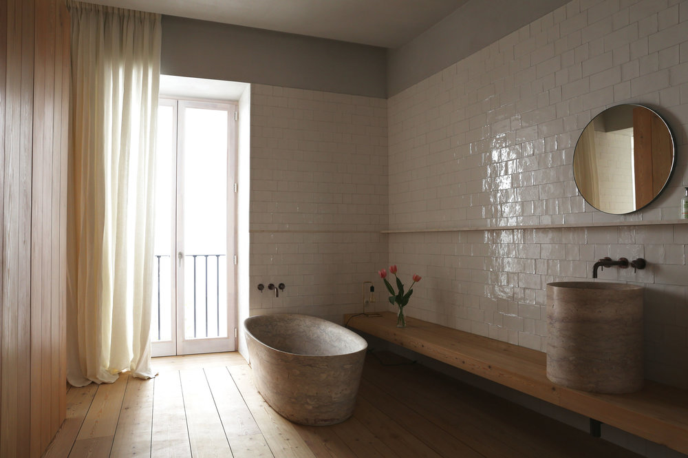 The most wonderful bathroom with its neutral palette and restrained finishes.