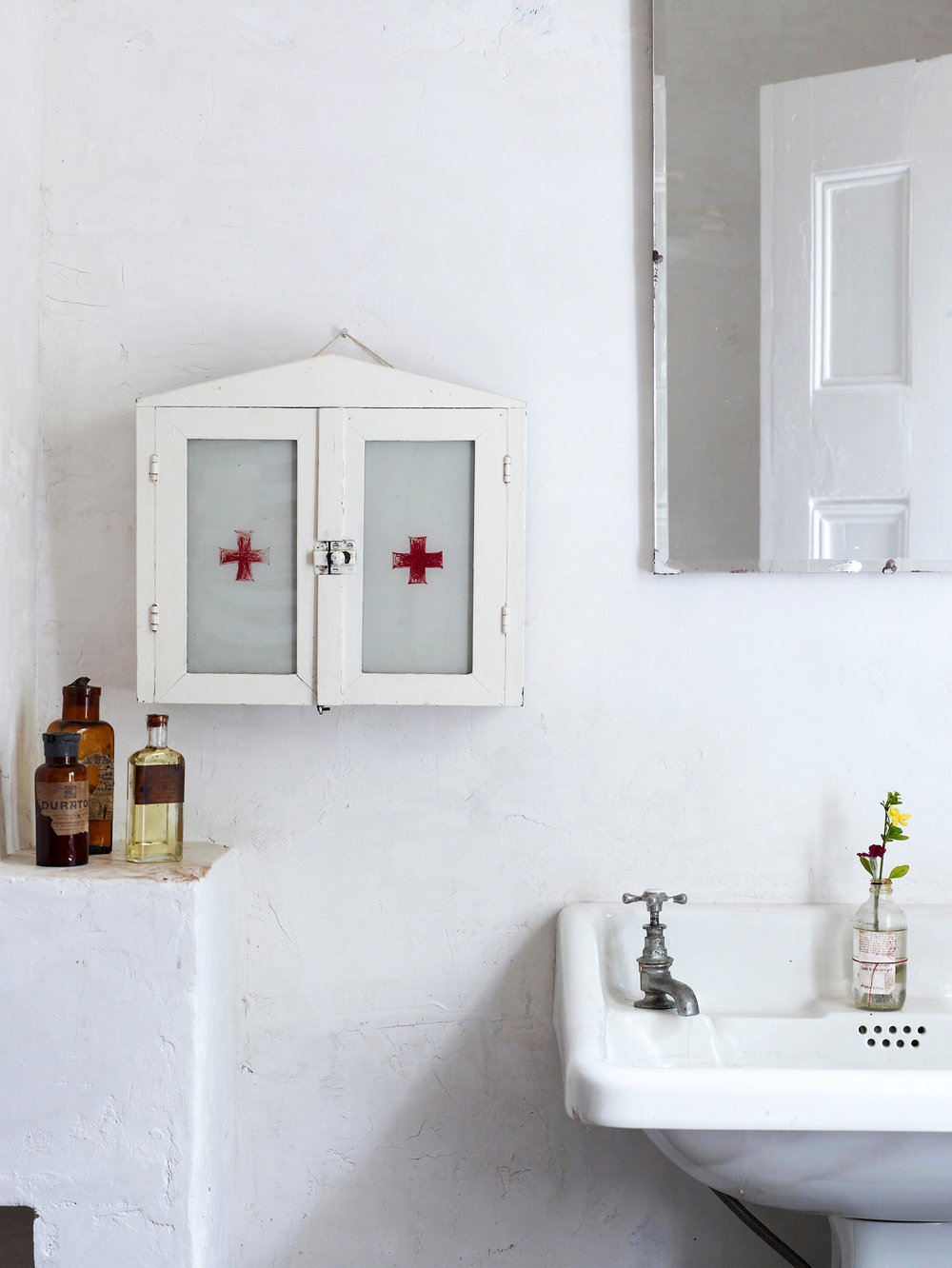 A little snapshot of the bathroom in Lynda Gardener's  The White House .