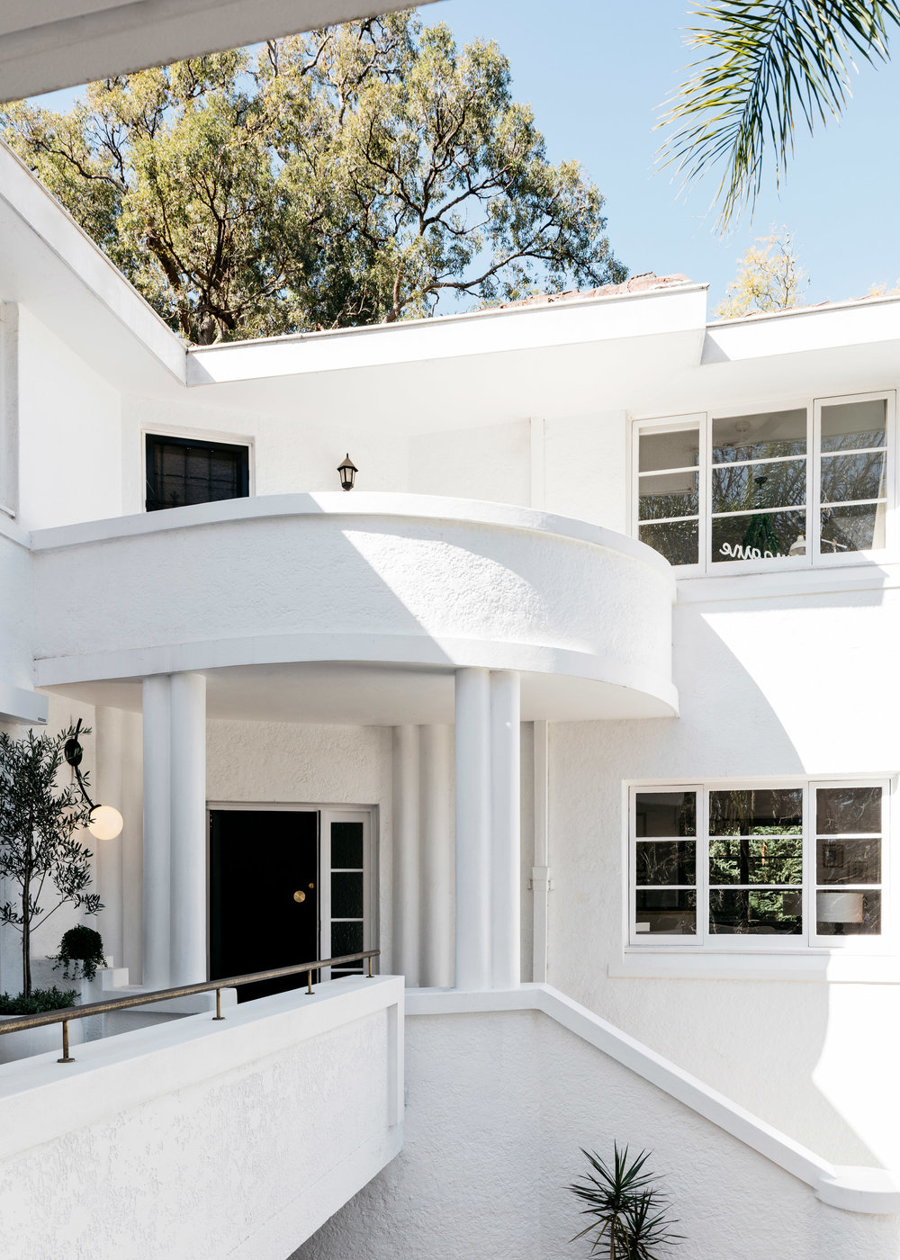 curatorial-house-arent-pyke-interiors-residential-australia-sydney_dezeen_2364_col_6.jpg