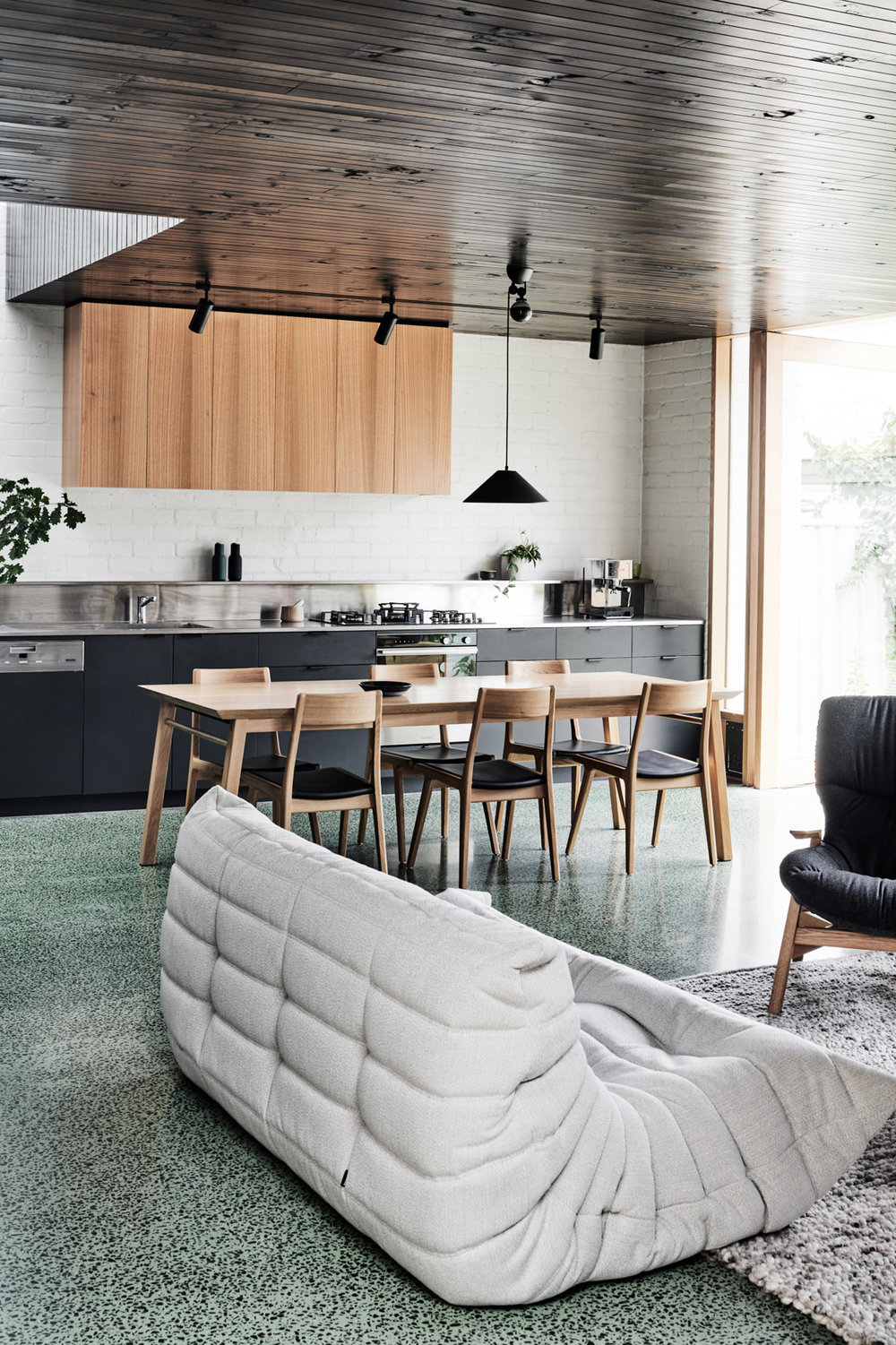 brunswick-west-house-taylor-knights-architecture-residential-extensions-australia-victoria_dezeen_1704_col_9.jpg