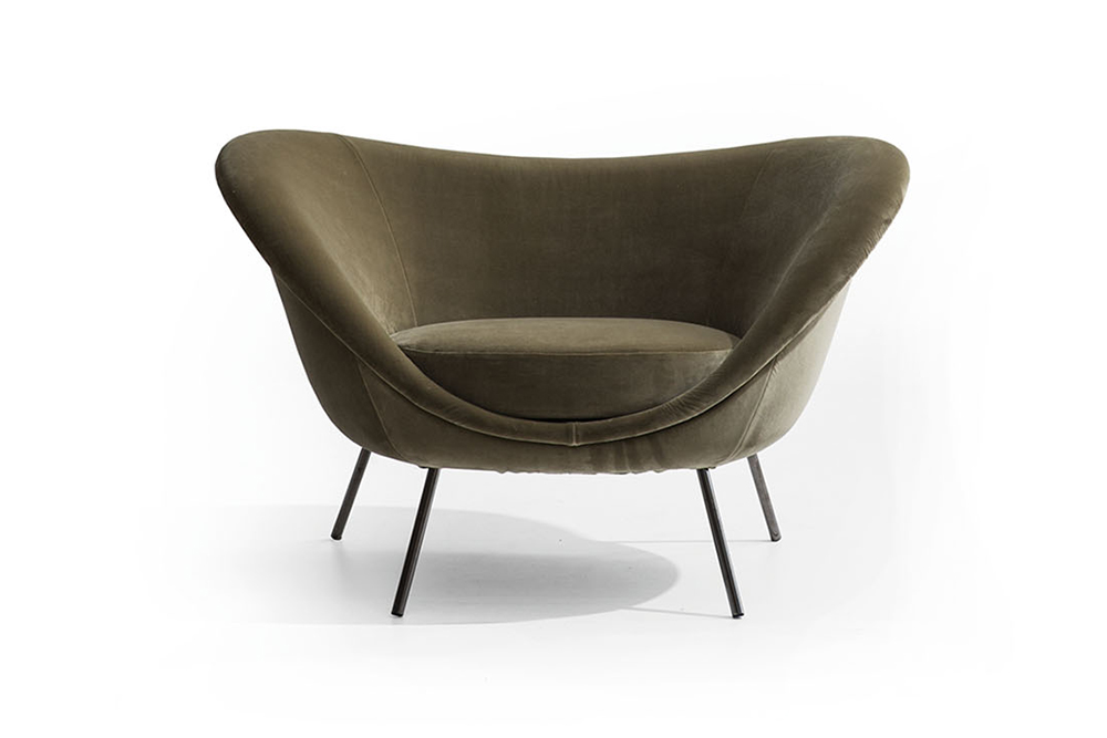 """D.154.2 Gio Ponti The armchair, which is like a cosy shell, has a rigid polyurethane frame, a soft polyurethane counter-frame and a cushion, and is upholstered in the Molteni&C textile range, with the option of differentiating the three component parts. In 2016 this """"love chair"""" won the prestigious Wallpaper Design Awards and became a Molteni&C icon."""