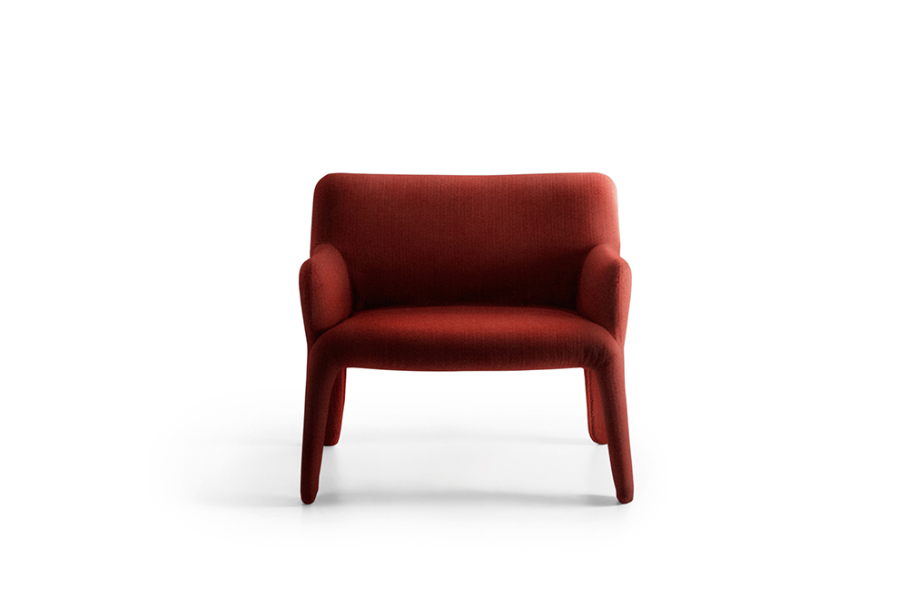 GLOVE UP Patricia Urquiola Glove-Up is the evolution of a rigorous design theme, featuring sinuous, moulded and softly linked lines. A balance of forms which, from the fluid line of the backrest, flows into the lightness of the legs. An inviting chair or small armchair, upholstered in fabric or leather, make Glove-Up fun and versatile, suitable for any classic or contemporary setting.