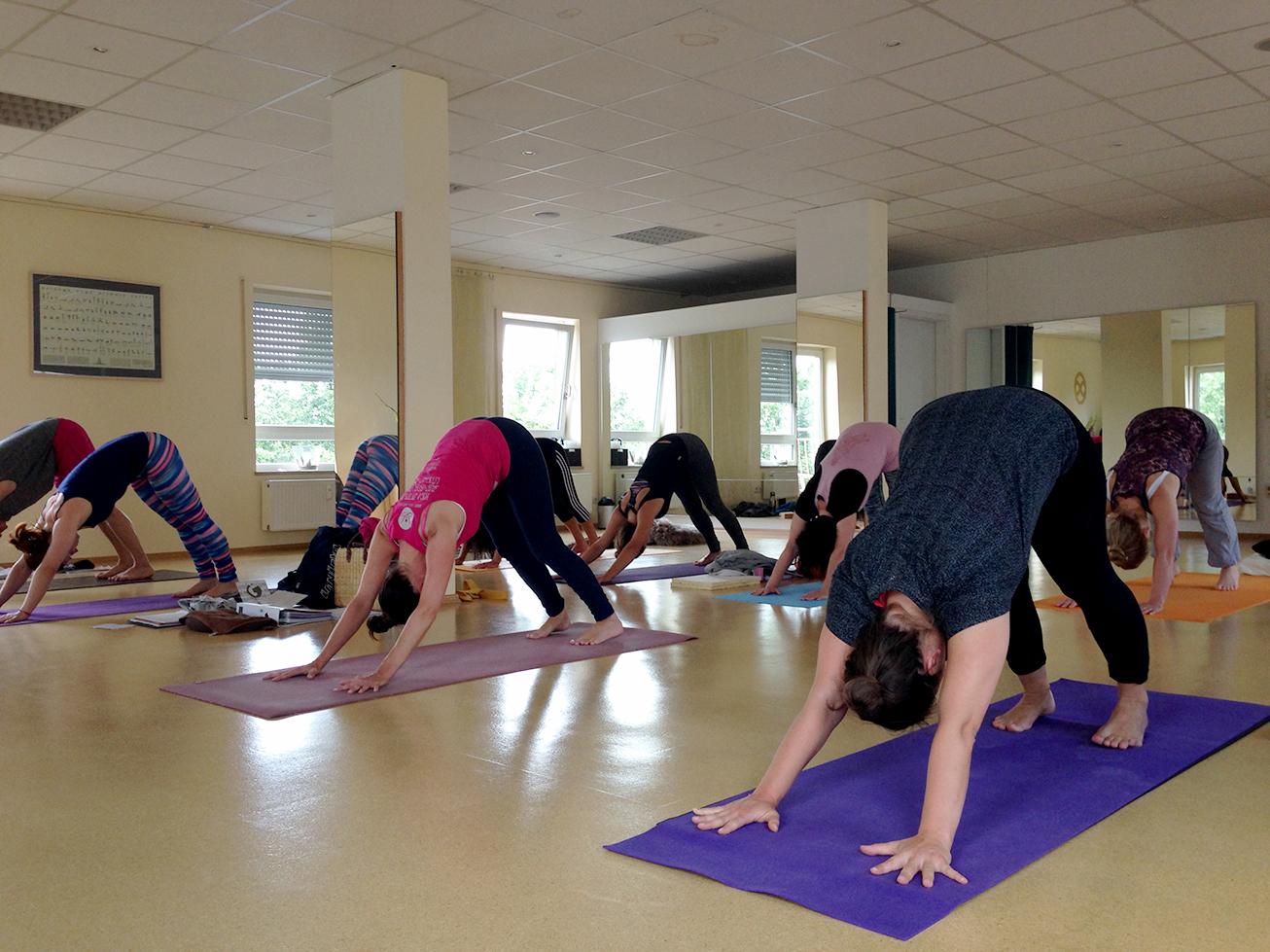 Mini Kühlschrank Mit Yoga : Calendar u yoga balance
