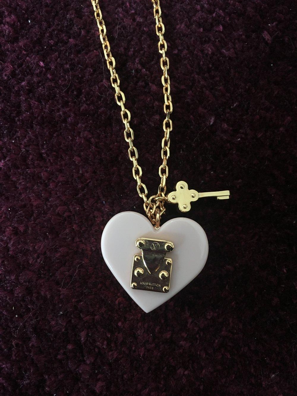 A secondhand Louis Vuitton necklace found at Troc En Stock