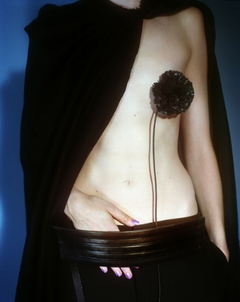 Vogue Paris, Paris, 2001 © Mario Testino // Image Courtesy Nadine Dinter PR